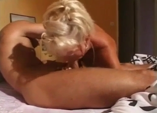Sexy blonde mom performs a very good head