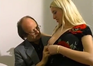 Blonde daughter gives her dad a really good head