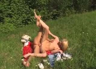 Aesthetic outdoor sex with a slutty stepdaughter